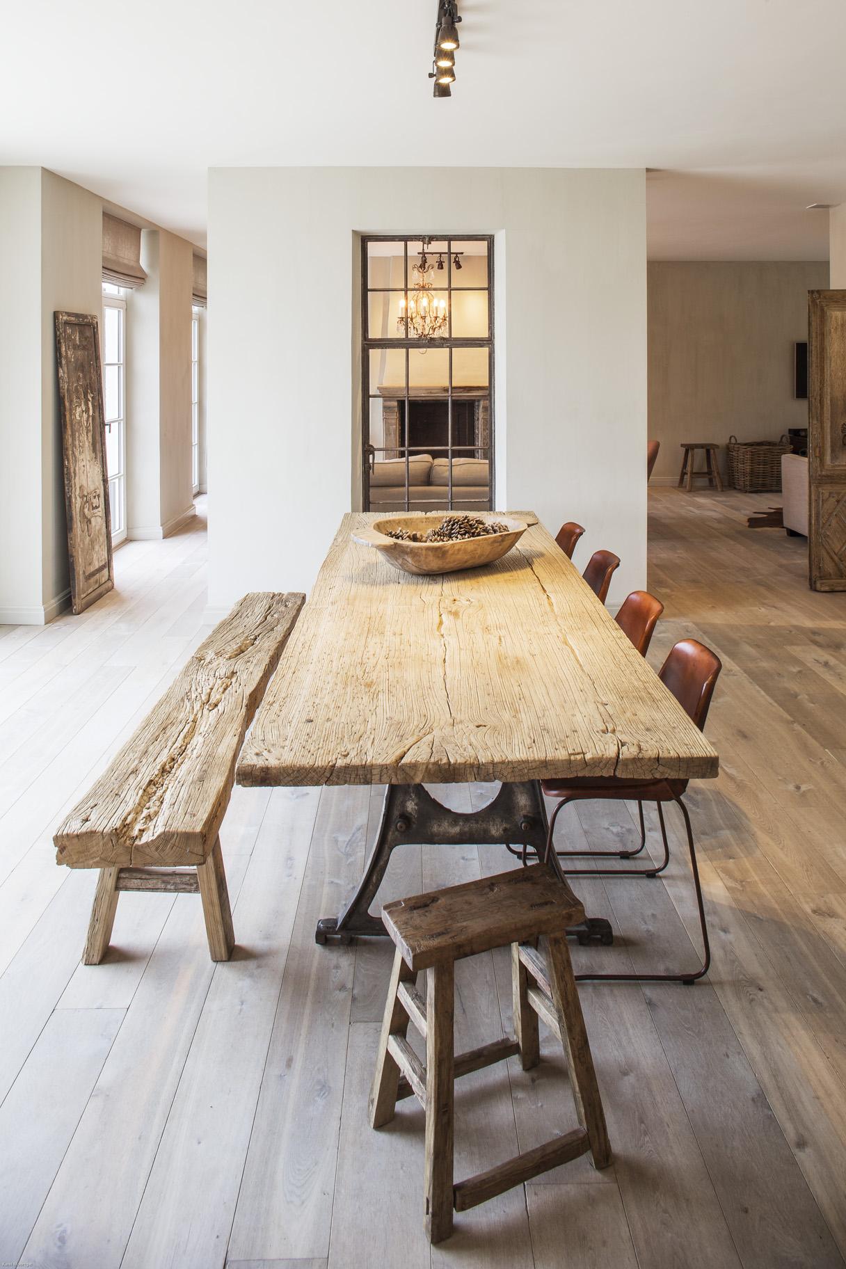 Van woonkamer tot horeca uw interieur meteen in stock for Meubels landelijke stijl