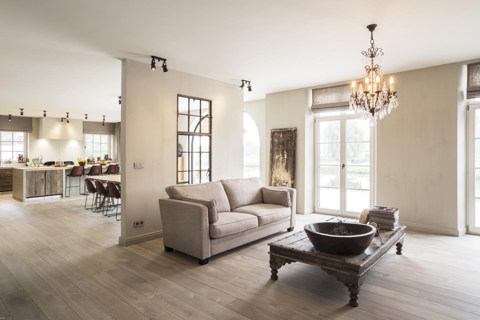 Van woonkamer tot horeca uw interieur meteen in stock for Landelijke living