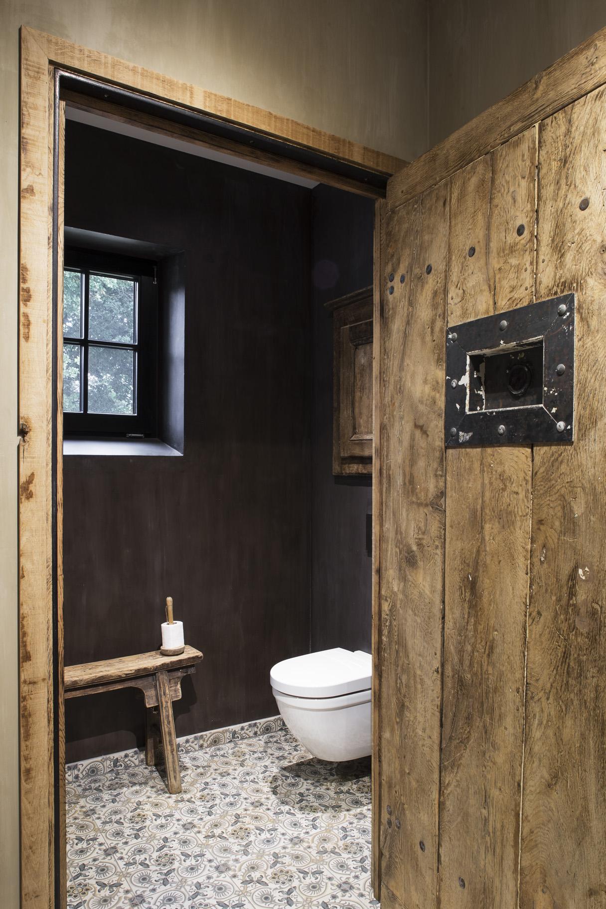 Van woonkamer tot horeca uw interieur meteen in stock - Stijl van toilet ...