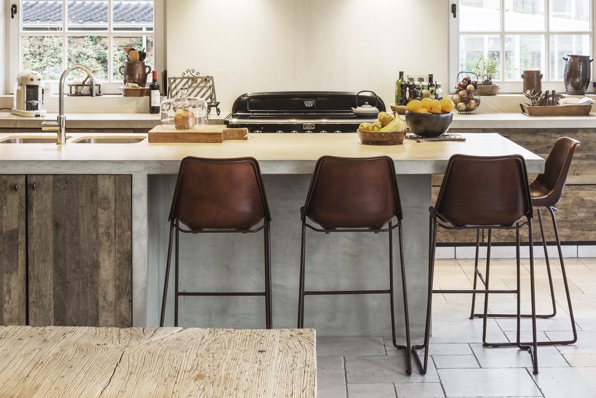 Van woonkamer tot horeca uw interieur meteen in stock for Interieur landelijke stijl
