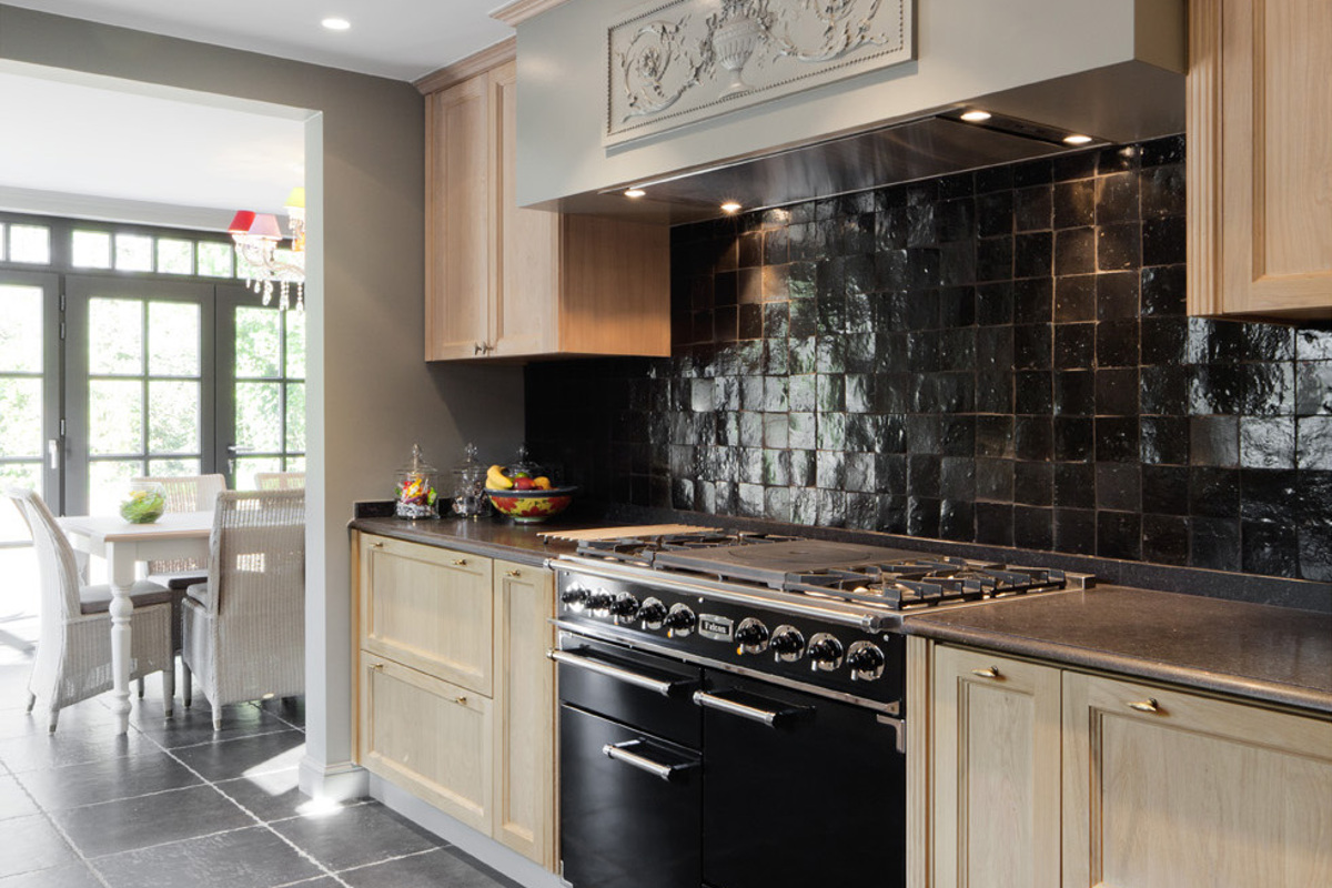 Van woonkamer tot horeca uw interieur meteen in stock for Landelijke woonkamer tips