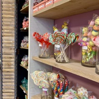 Furnishing praline shop 't Soethuys 6