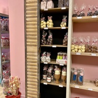 Furnishing praline shop 't Soethuys 9