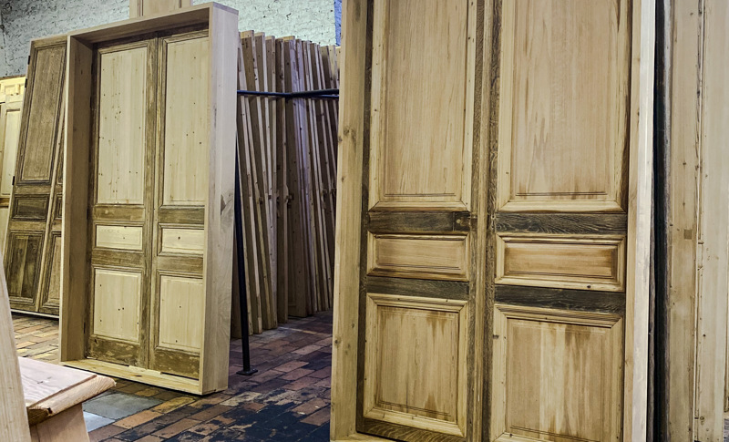 Old oak or pine doors and hutches as pieces of art in the frames 31