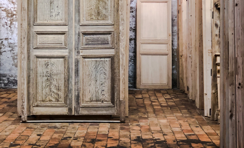 Old oak or pine doors and hutches as pieces of art in the frames 33