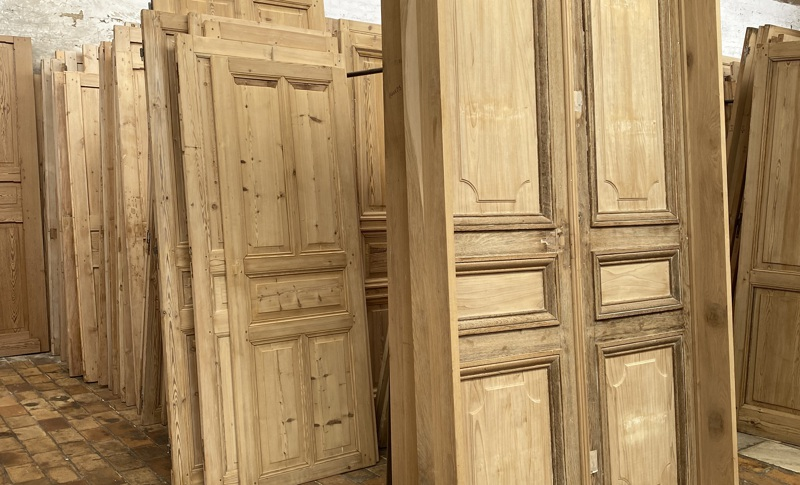 Old oak or pine doors and hutches as pieces of art in the frames 4